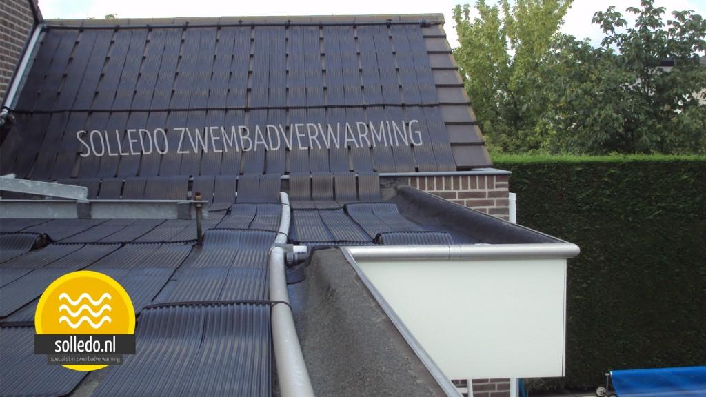 Zwembadverwarming op schuin dak bevestigd